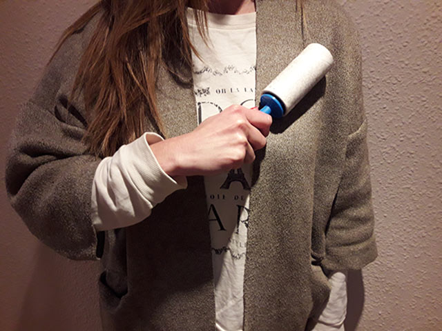 Cómo quitar la pelusa de la ropa con un rodillo