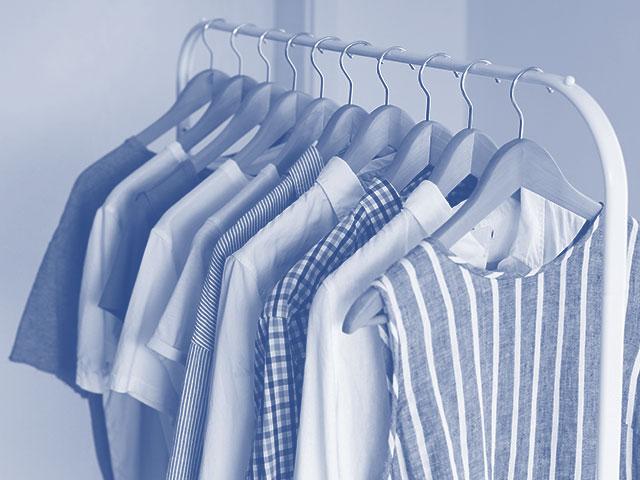 como quitar pegamento de la ropa